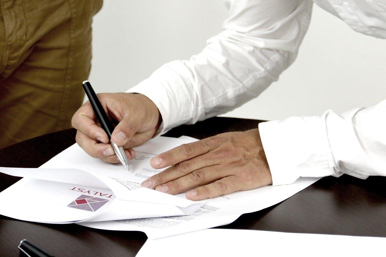 Niektóre kancelarie oferują kontrolę umowy tylko pod kątem klauzuli niedozwolonych.
