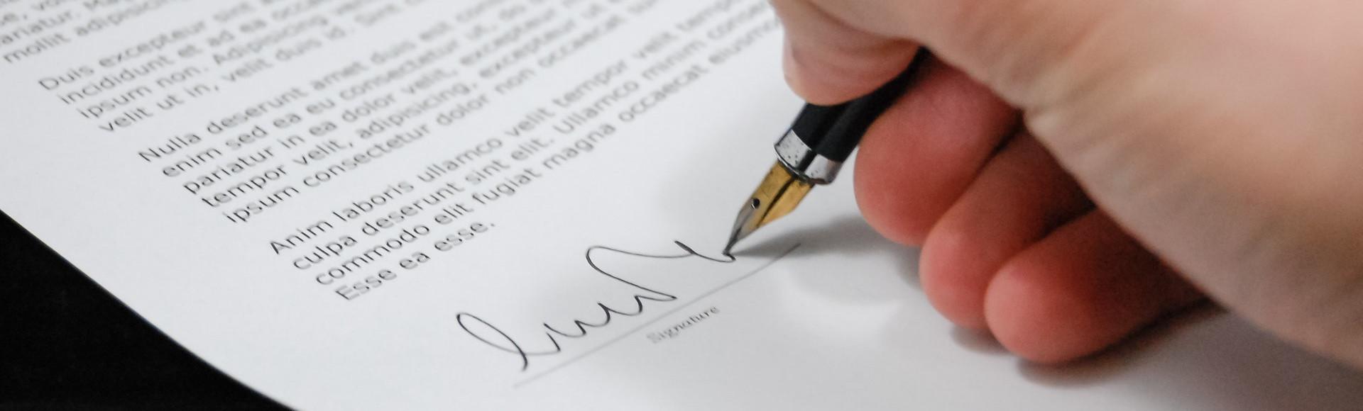 Większość osób, które podpisują taki dokument, nawet nie wie, co powinna zawierać umowa deweloperska.